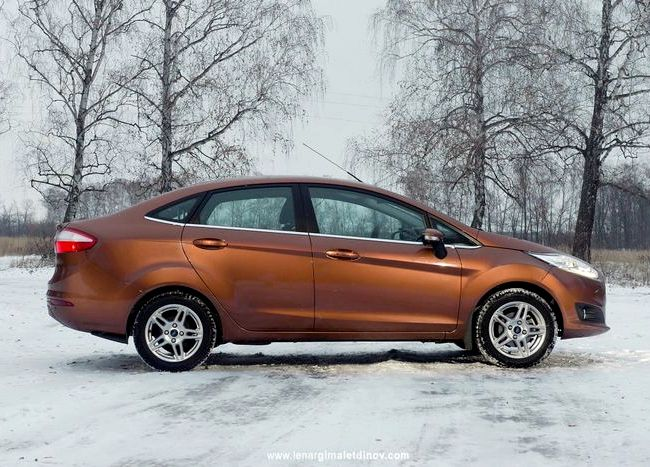 Форд Фиеста тест драйв значок отчетливо