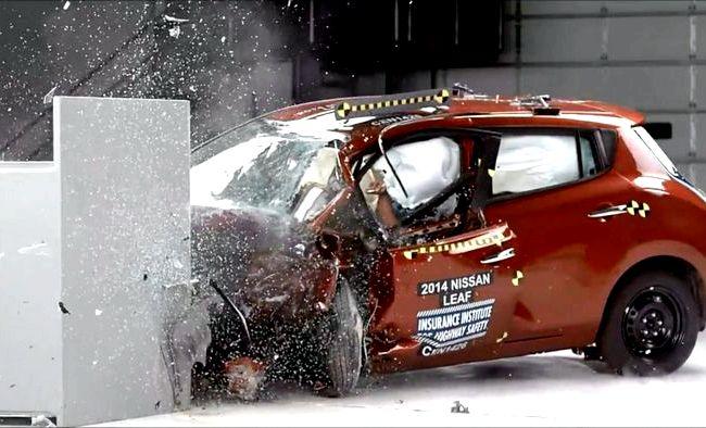 Краш тест Хендай Солярис 2014 самый край передка своей машины