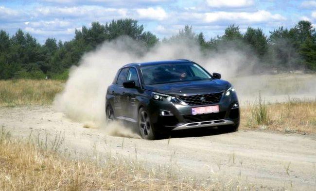 Peugeot 3008 тест драйв Тканевая разнофактурная отделка выглядит нарядно
