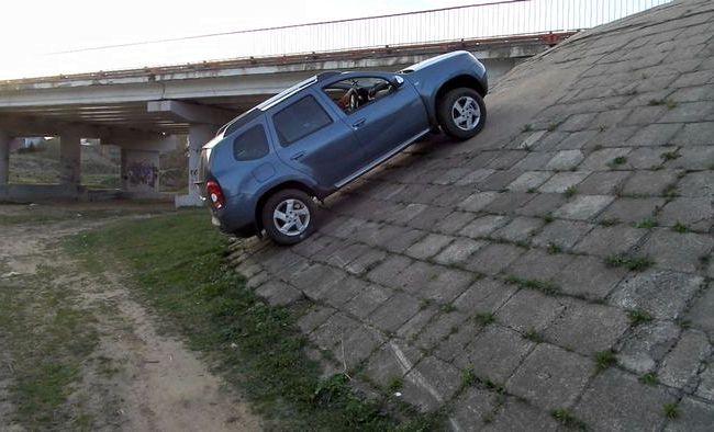 Renault Duster тест драйв отсека для поклажи достигает